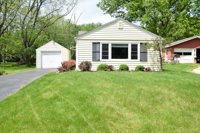 Pewaukee Single Family Home Active Contingent With Offer: W297n2081 Glen Cove Rd