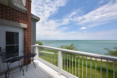 Milwaukee County Condo/Townhouse For Sale: 3920 S Lake Dr #94