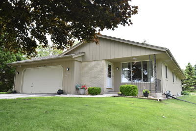 Brookfield Single Family Home Active Contingent With Offer: 18115 Bolter Ln