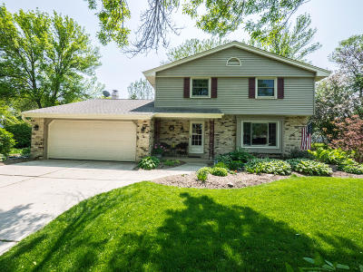 Menomonee Falls Single Family Home Active Contingent With Offer: N82w18349 Independence Ln
