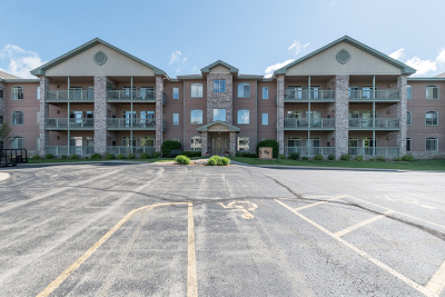 Elm Grove Condo/Townhouse Active Contingent With Offer: 13060 W Bluemound Rd #104