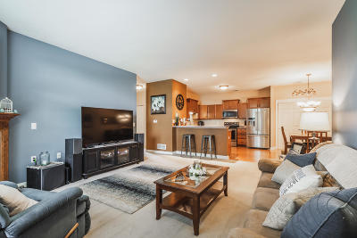 Oak Creek Condo/Townhouse Active Contingent With Offer: 8642 S Roxbury Way