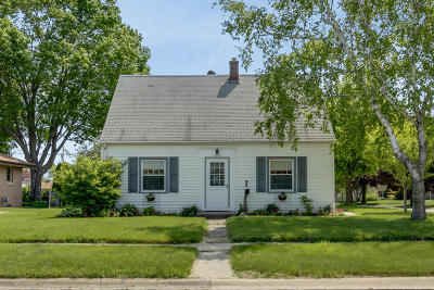 South Milwaukee Single Family Home For Sale: 2715 9th Ave