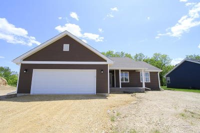 Darien Single Family Home Active Contingent With Offer: 121 Rolling Meadow Dr