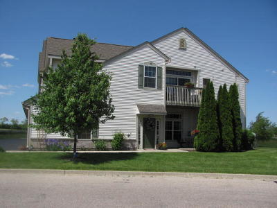 Racine County Condo/Townhouse Active Contingent With Offer: 955 Hastings Ct #102