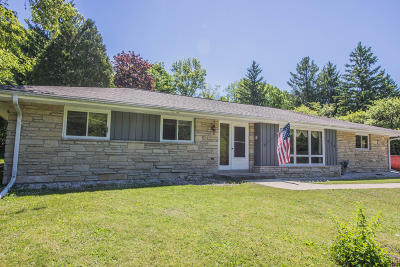 Cedarburg Single Family Home Active Contingent With Offer: 2078 Wildwood Dr