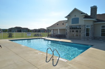 Pewaukee Condo/Townhouse Active Contingent With Offer: N17w26517 Meadowgrass Cir #19B