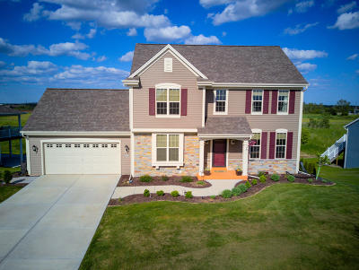 Ozaukee County Single Family Home Active Contingent With Offer: 516 Emerald Hills Dr