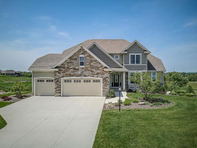 Muskego Single Family Home For Sale: W129s8777 Boxhorn Reserve Dr