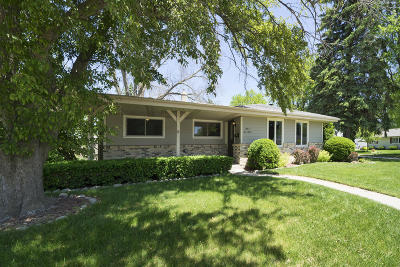 Menomonee Falls Single Family Home Active Contingent With Offer: N82w14670 Oxford St