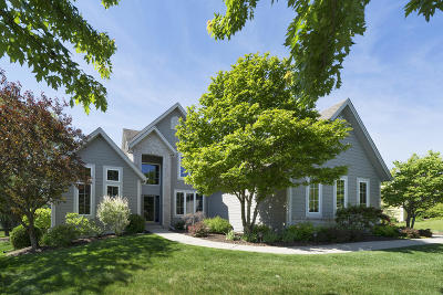 Menomonee Falls Single Family Home Active Contingent With Offer: N54w16695 Ravenwood Dr