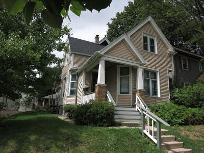 Milwaukee Single Family Home For Sale: 2911 N Newhall