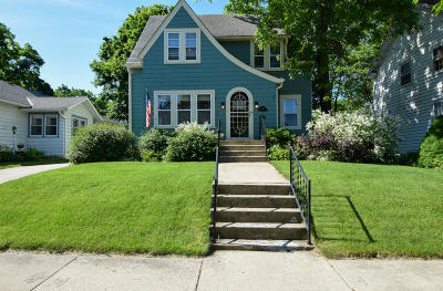Waukesha Single Family Home Active Contingent With Offer: 527 Grove St