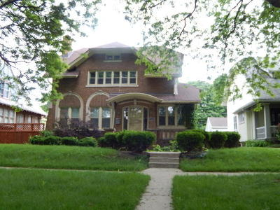 Milwaukee Single Family Home For Sale: 2530 N Grant Blvd