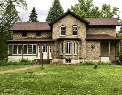 Hartland Single Family Home Active Contingent With Offer: 2725 Nagawicka Rd