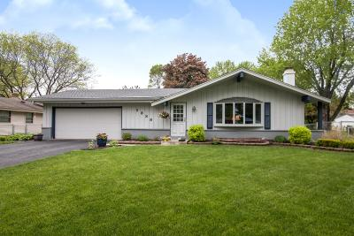 Waukesha Single Family Home Active Contingent With Offer: 1838 Cottonwood Dr