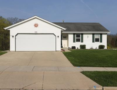 West Bend Single Family Home For Sale: 1515 Meridian Ave