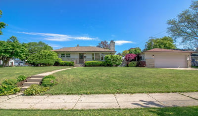 Milwaukee Single Family Home Active Contingent With Offer: 324 W Bolivar Ave
