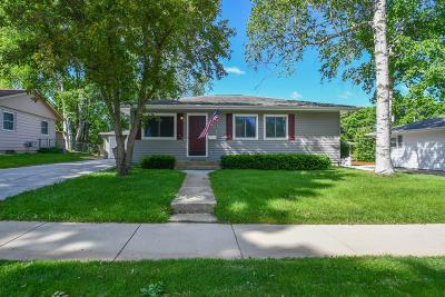 Waukesha Single Family Home For Sale: 1965 Jan Ave