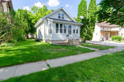 Watertown Single Family Home Active Contingent With Offer: 618 Cole St