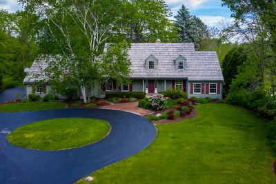 Mequon WI Single Family Home Active Contingent With Offer: $575,000