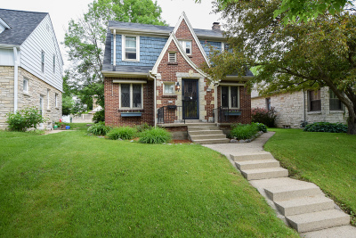 West Allis Single Family Home For Sale: 5708 W Rita Dr