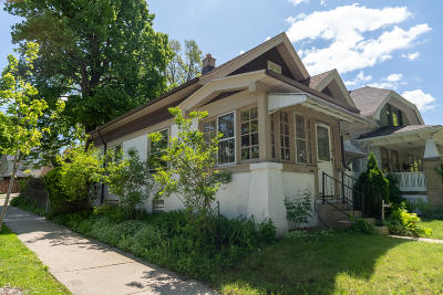 Milwaukee Single Family Home Active Contingent With Offer: 3300 S Delaware Ave