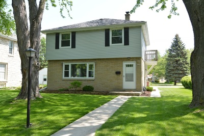 Glendale Single Family Home Active Contingent With Offer: 5662 N Milwaukee River Pkwy