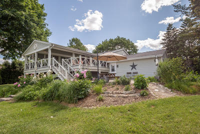 Delafield Single Family Home Active Contingent With Offer: 2830 Peninsula Dr