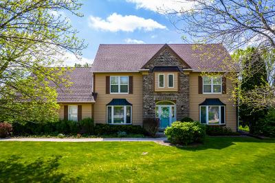 Ozaukee County Single Family Home For Sale: 1375 Spinnaker Dr