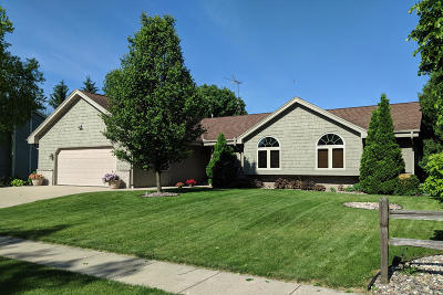 Oconomowoc Single Family Home Active Contingent With Offer: 1294 Heather Cir