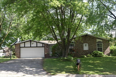 Jefferson Single Family Home Active Contingent With Offer: 317 Rosemary Ct