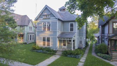 Lake Geneva Single Family Home For Sale: 930 Geneva St