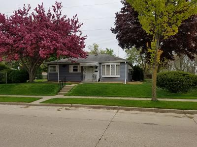 West Allis Single Family Home Active Contingent With Offer: 10429 W Dakota St