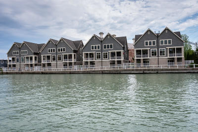 Port Washington Condo/Townhouse For Sale: 124 S Wisconsin