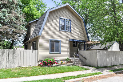 Waukesha Single Family Home For Sale: 524 W Park Ave