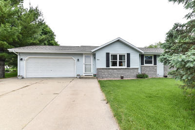 East Troy Single Family Home Active Contingent With Offer: 2018 Townline Rd