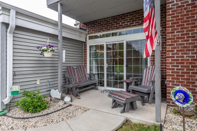 Pewaukee Condo/Townhouse Active Contingent With Offer: N16w26880 Wild Oats Dr #D