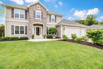 Muskego Single Family Home For Sale: W189s9072 Creekside Dr