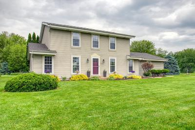 Oconomowoc Single Family Home Active Contingent With Offer: W351n6691 Baltic Pass