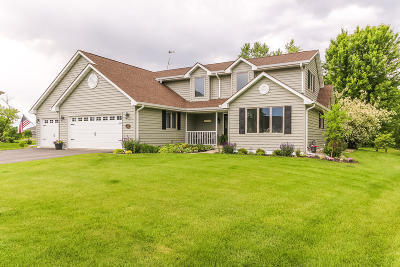 Williams Bay Single Family Home Active Contingent With Offer: 422 Fair Oaks Dr
