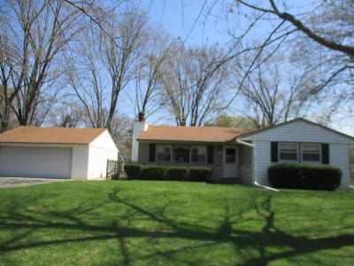 Menomonee Falls Single Family Home Active Contingent With Offer: W202n9502 Club Circle Dr
