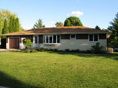 Howards Grove Single Family Home Active Contingent With Offer: 811 Armstrong Ave