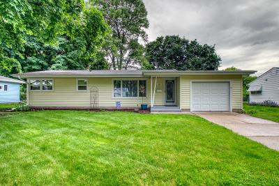 Waukesha Single Family Home Active Contingent With Offer: 716 N Bel-Ayr Dr
