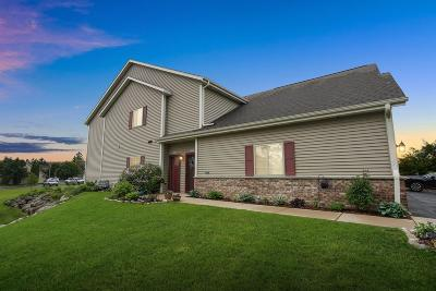 Ozaukee County Condo/Townhouse Active Contingent With Offer: 2049 Pine Ridge Ct #B