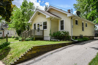 Waukesha Single Family Home For Sale: 954 N Greenfield Ave