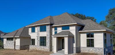Oconomowoc Single Family Home For Sale: 2143 N Waterstone Cir