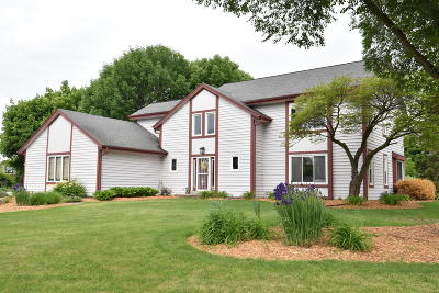 Brookfield Single Family Home For Sale: 20880 Carrington Ct