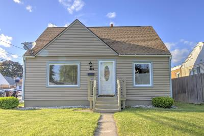 South Milwaukee Single Family Home For Sale: 1424 Mackinac Ave