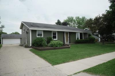 Waukesha Single Family Home For Sale: 1829 Fox River Pkwy